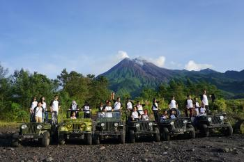 MERAPI SUNRISE BY JEEP COMBINE BOROBUDUR SUNSET